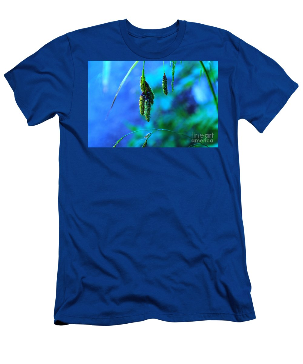Seeds Men's T-Shirt (Athletic Fit) featuring the photograph Hanging Green by Jeff Swan