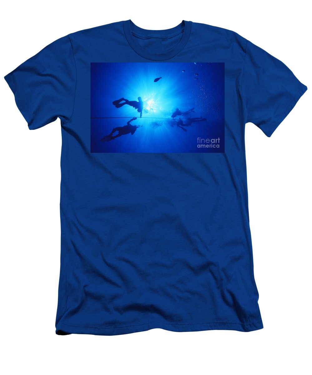 Anchor Men's T-Shirt (Athletic Fit) featuring the photograph Diver On Mahi Wreck by Bob Abraham - Printscapes