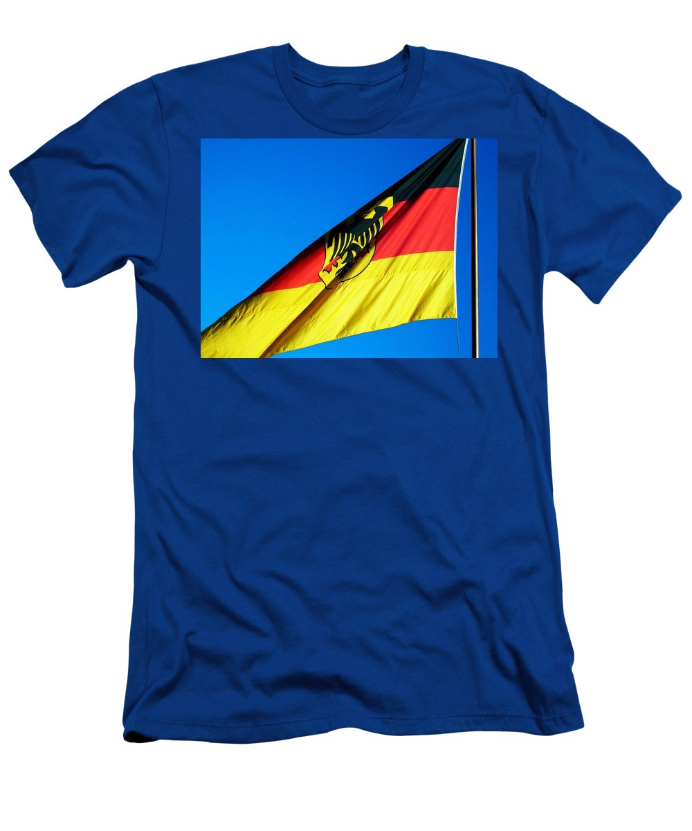 Drapeau Men's T-Shirt (Athletic Fit) featuring the photograph Allemagne ... by Juergen Weiss