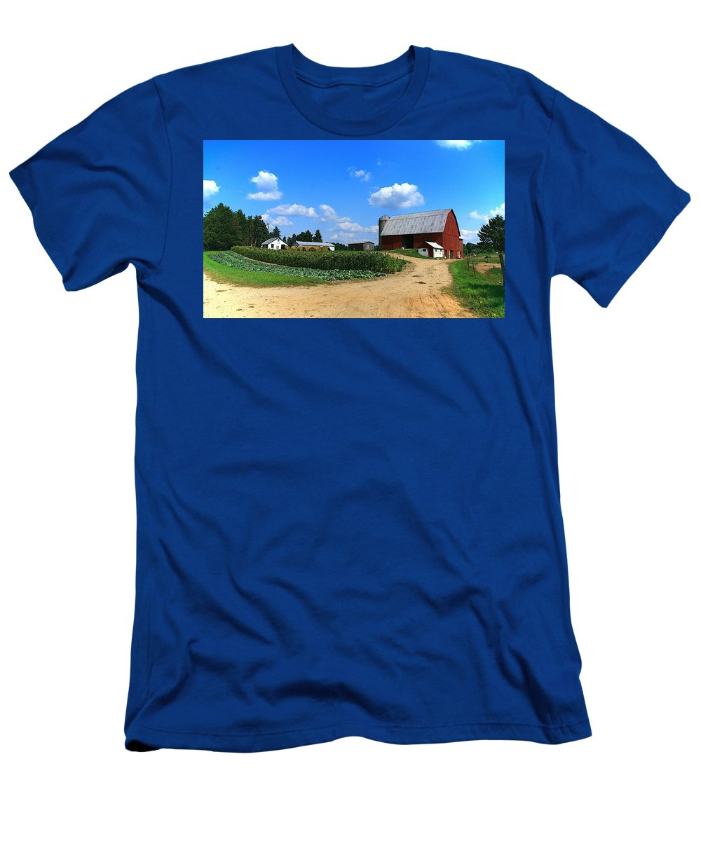 Farm Men's T-Shirt (Athletic Fit) featuring the photograph Americas Bread And Butter-2 by Robert Pearson