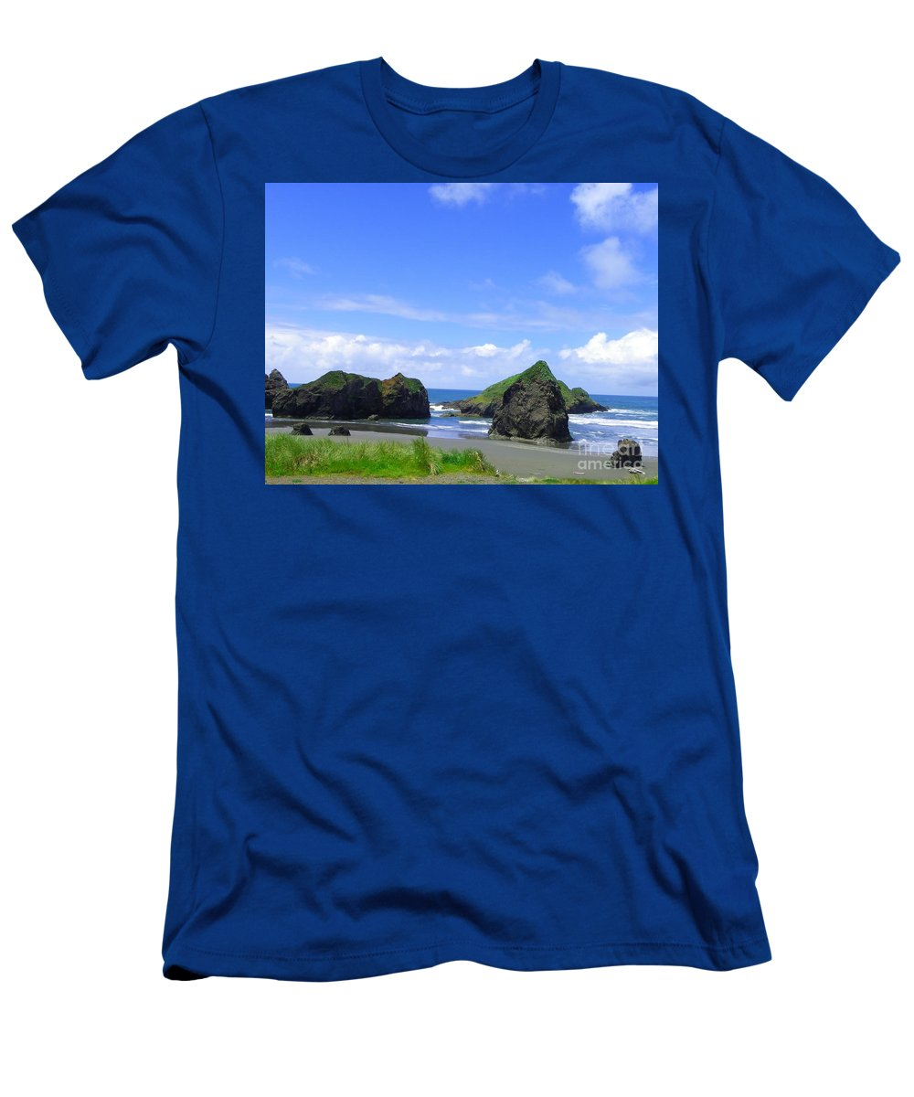 Seascape Men's T-Shirt (Athletic Fit) featuring the photograph Boulders In Oregon by Charleen Treasures