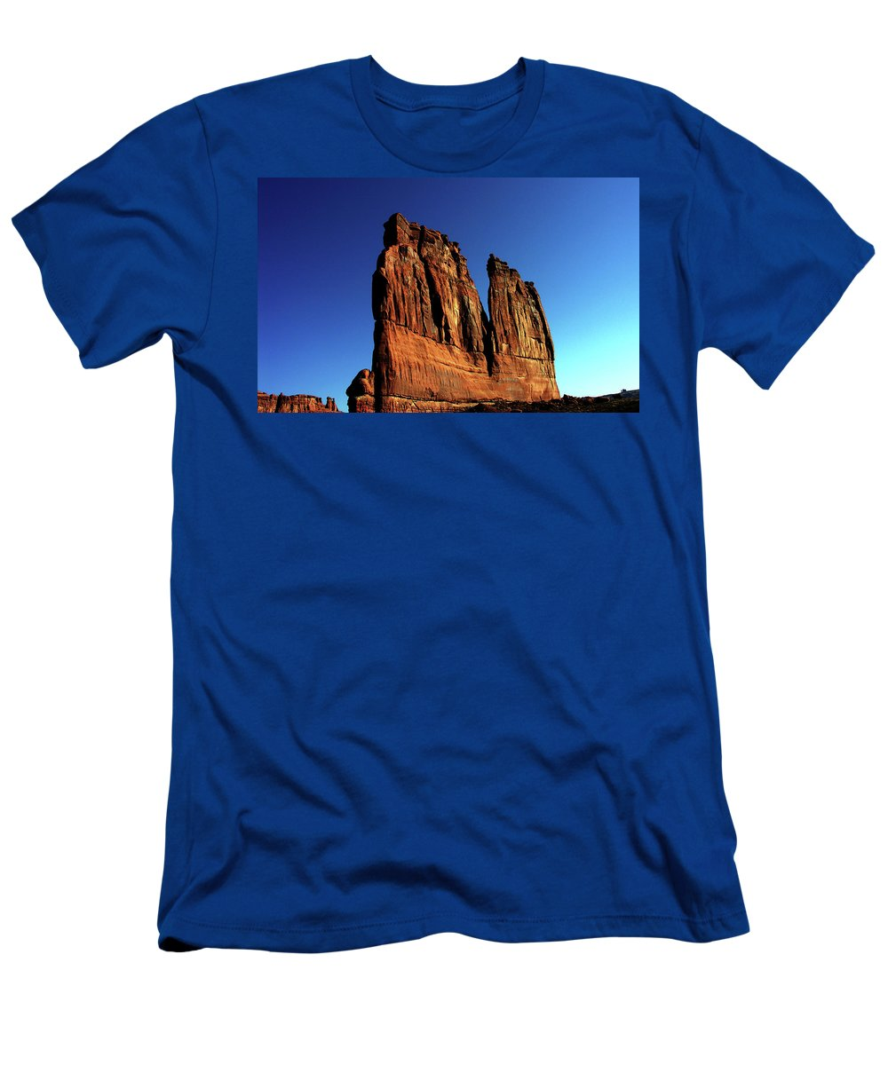 Red Rocks Men's T-Shirt (Athletic Fit) featuring the photograph Courthouse Towers by Adam Vance