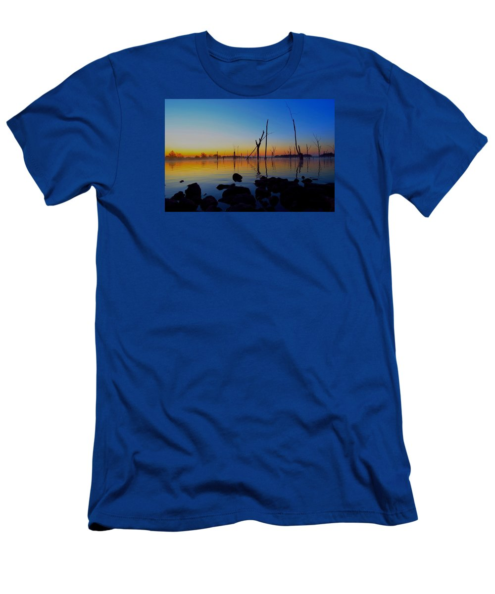 Dawn Men's T-Shirt (Athletic Fit) featuring the photograph Dawn Delight by William Caine