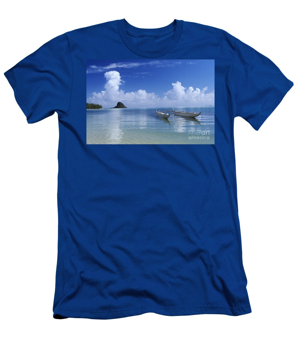 Aku Men's T-Shirt (Athletic Fit) featuring the photograph Double Hull Canoe by Joss - Printscapes