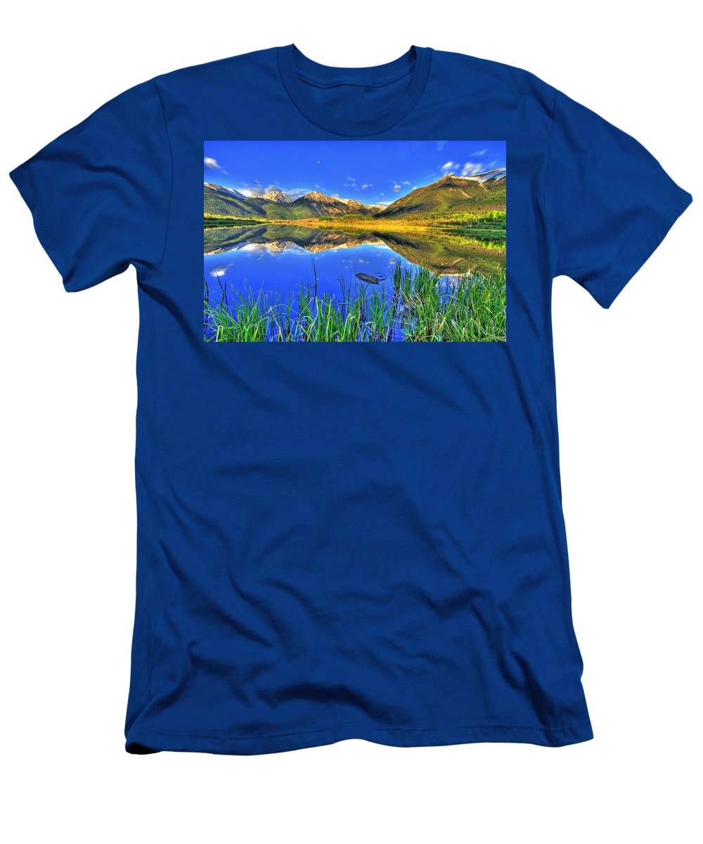 Mountains Men's T-Shirt (Athletic Fit) featuring the photograph Heavenly by Scott Mahon