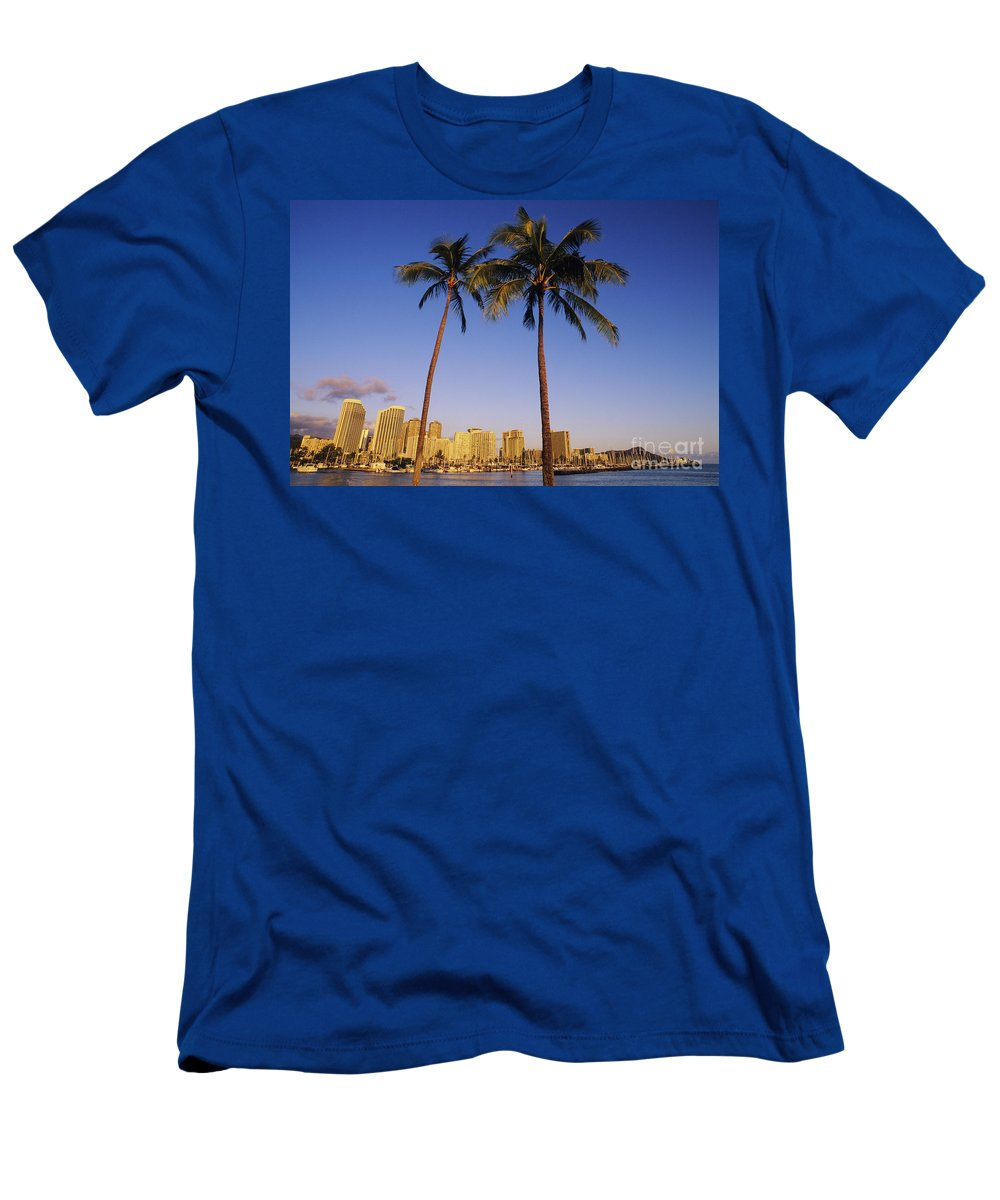 Afternoon Men's T-Shirt (Athletic Fit) featuring the photograph Honolulu And Palms by Carl Shaneff - Printscapes