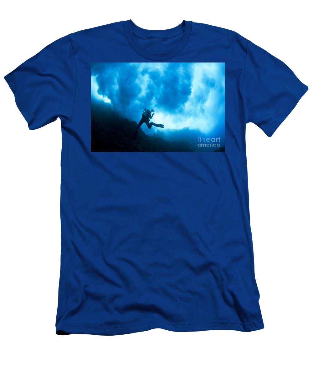 Active Men's T-Shirt (Athletic Fit) featuring the photograph Lanai Diver by Dave Fleetham - Printscapes