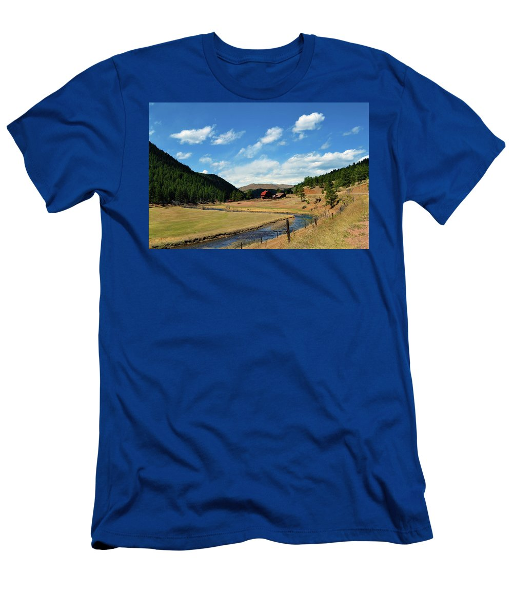 Valley Men's T-Shirt (Athletic Fit) featuring the photograph Living In The Valley by Angelina Vick