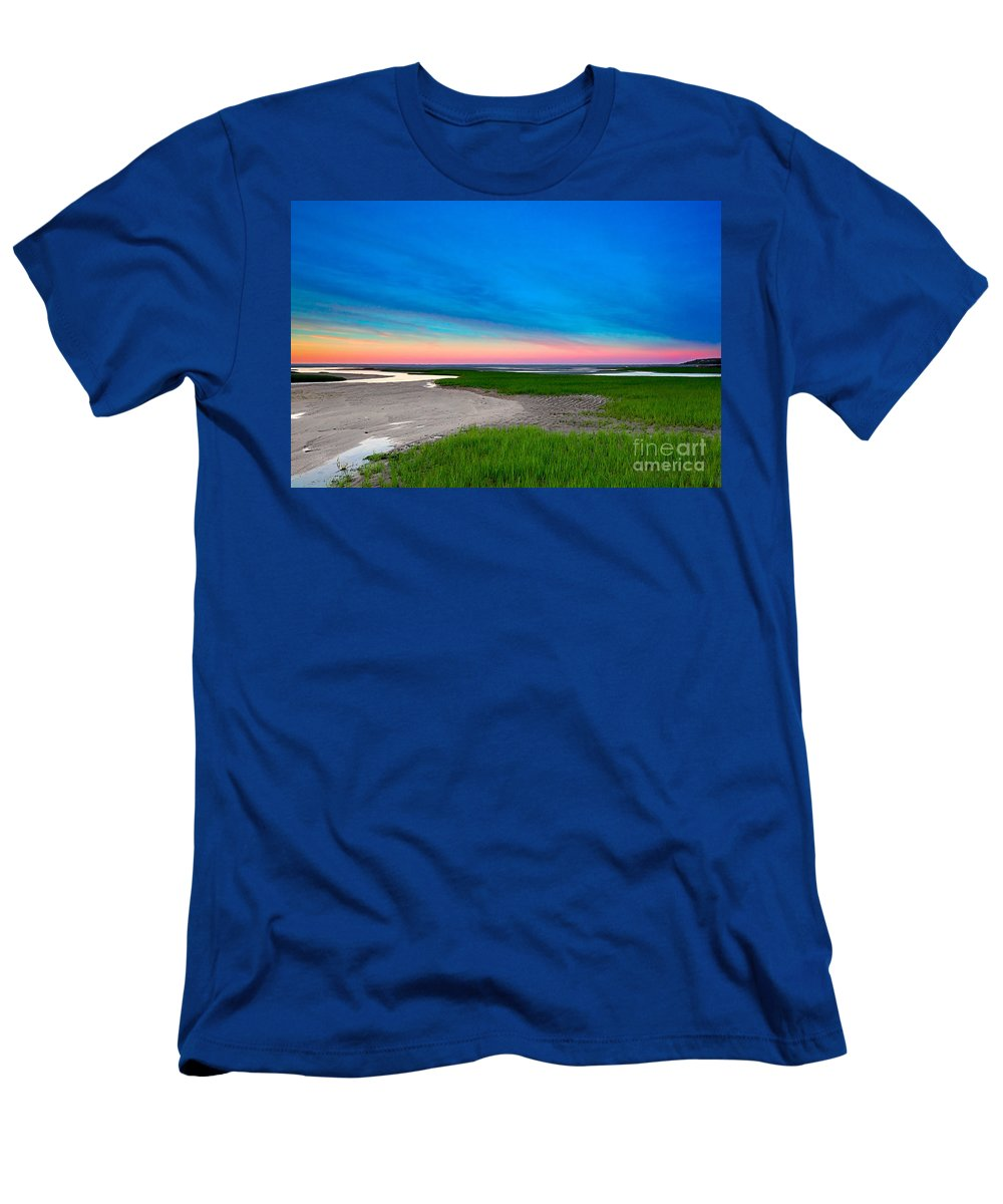 Sunset Men's T-Shirt (Athletic Fit) featuring the photograph Paines Creek Sunset Cape Cod by Matt Suess
