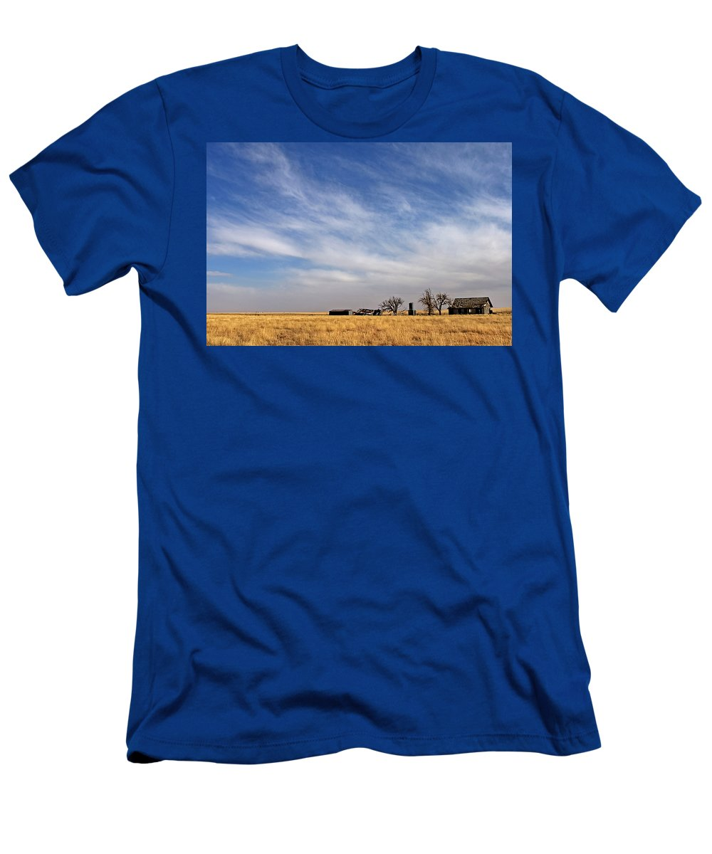 Landscape Men's T-Shirt (Athletic Fit) featuring the photograph Prarie House by Peter Tellone