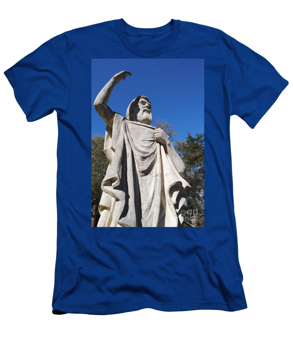 Statue Men's T-Shirt (Athletic Fit) featuring the photograph Speaking To God by Jost Houk
