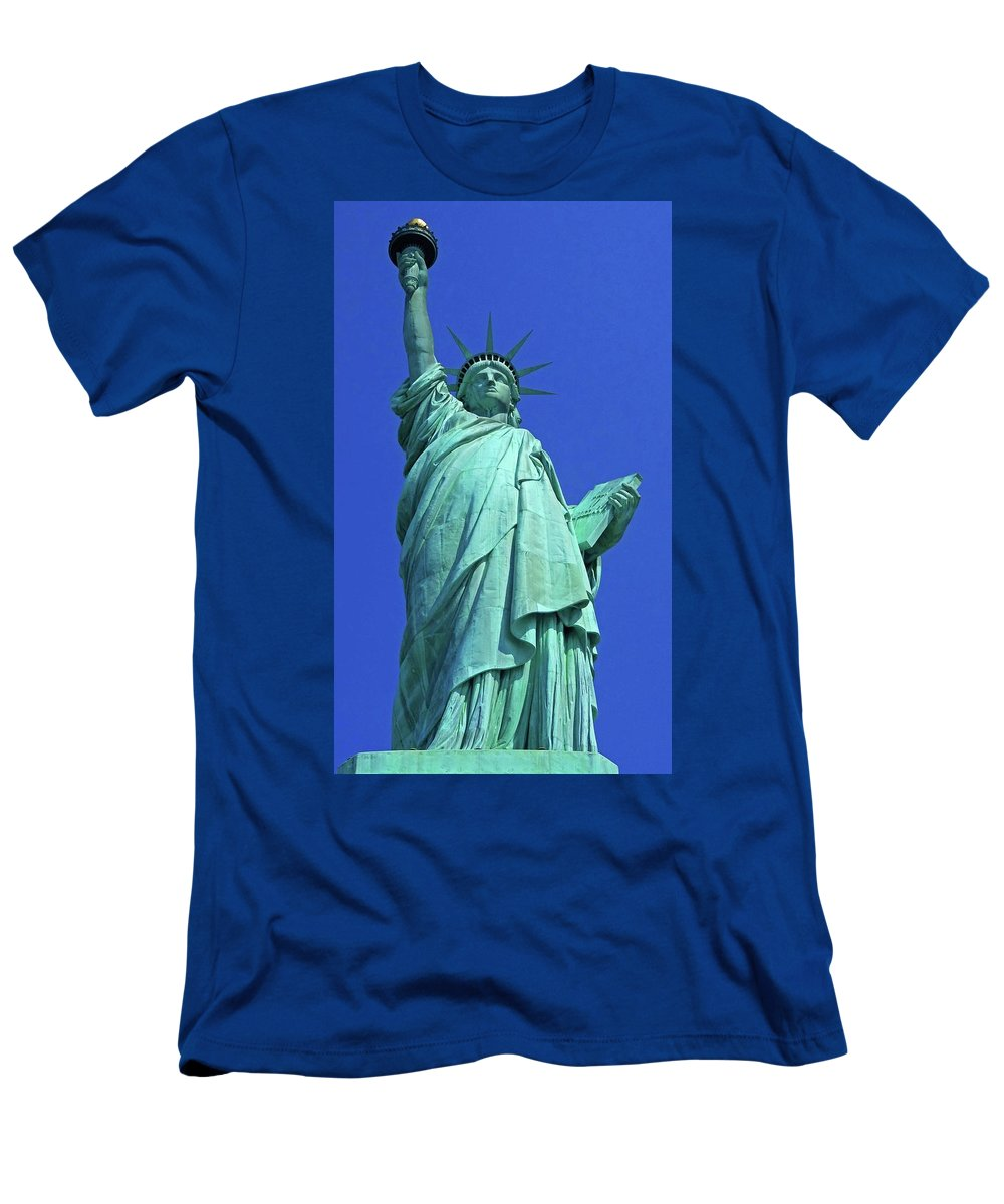 New York City Men's T-Shirt (Athletic Fit) featuring the photograph Statue Of Liberty 17 by Ron Kandt