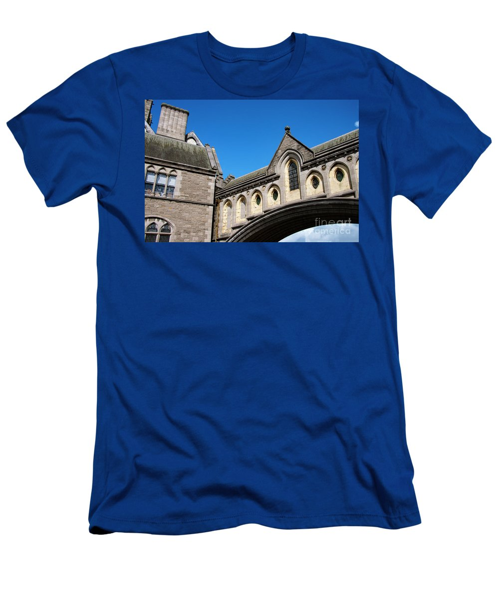 Dublin Men's T-Shirt (Athletic Fit) featuring the photograph Winetavern Street Arch by Bob Phillips