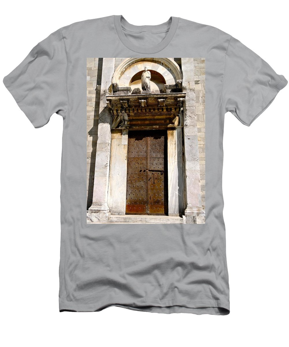Duomo Men's T-Shirt (Athletic Fit) featuring the photograph Doorway To The Duomo by Ira Shander