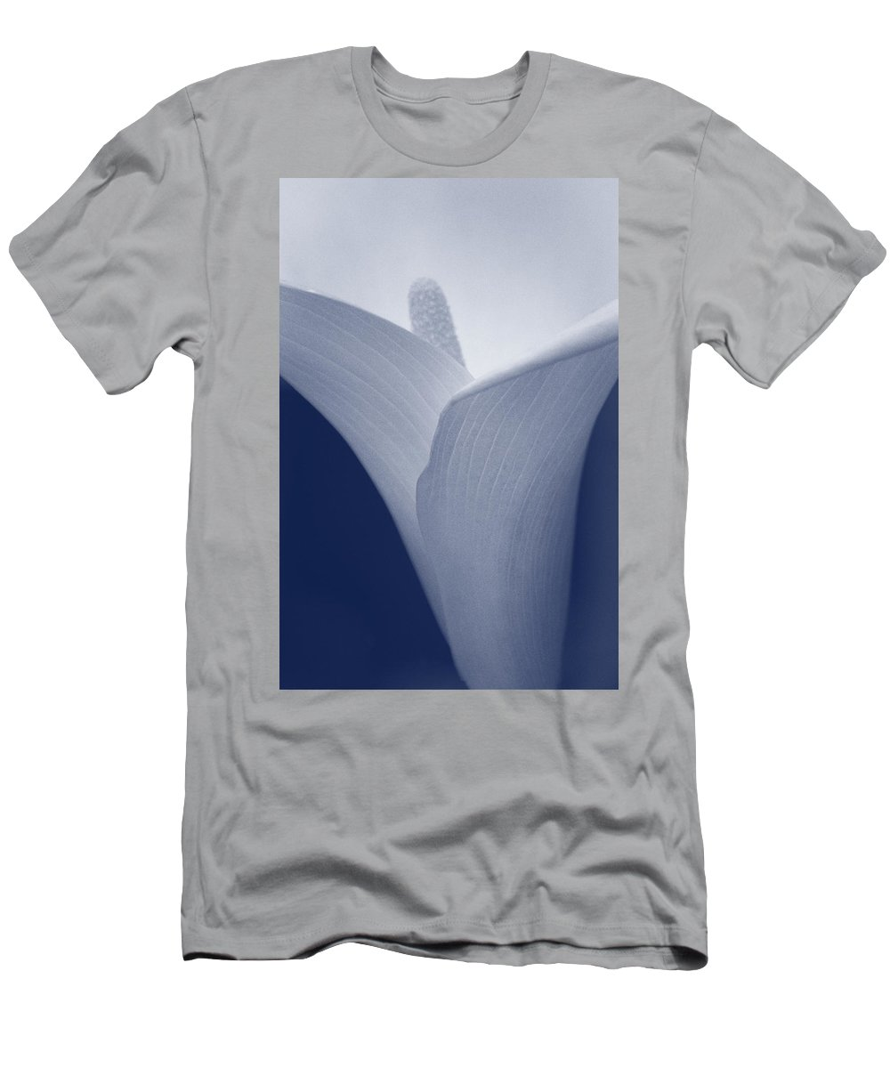 Calla Men's T-Shirt (Athletic Fit) featuring the photograph Calla Lily by Paulo Goncalves