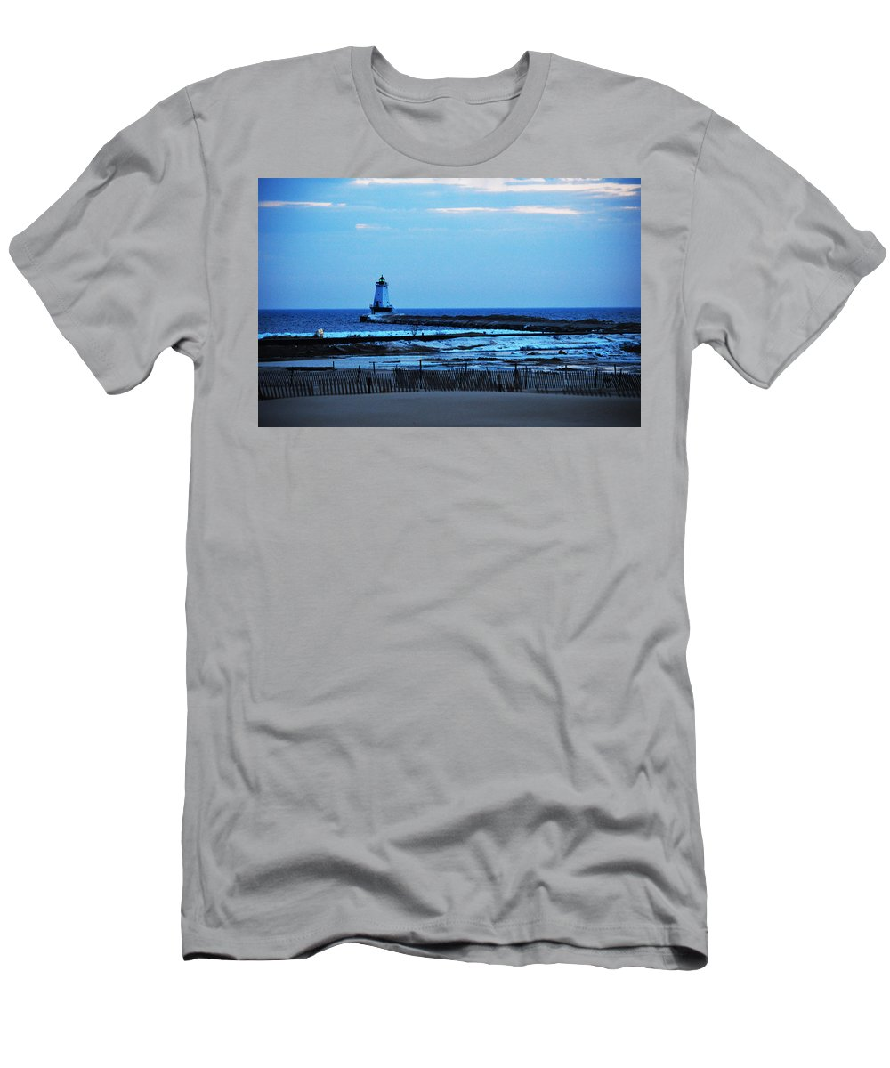 Lake Michigan Men's T-Shirt (Athletic Fit) featuring the photograph Lighthouse At Dusk by Linda Kerkau