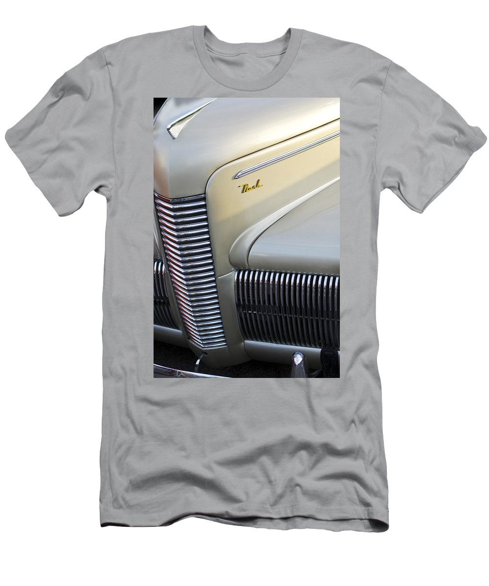 Car Men's T-Shirt (Athletic Fit) featuring the photograph 1940 Nash Grille by Jill Reger