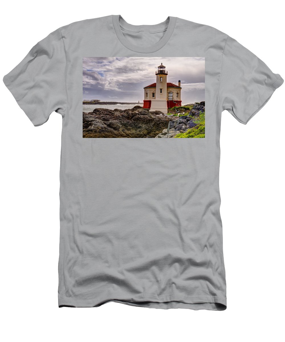 Bandon Men's T-Shirt (Athletic Fit) featuring the photograph Coquille River Lighthouse by John Trax