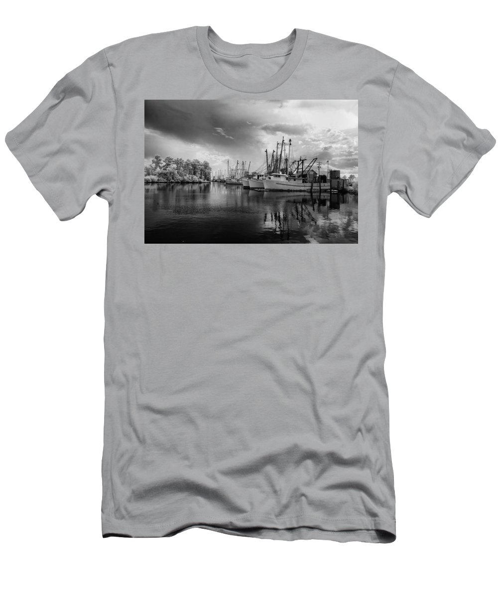 B/w Men's T-Shirt (Athletic Fit) featuring the photograph Storm Coming by Cindy Archbell
