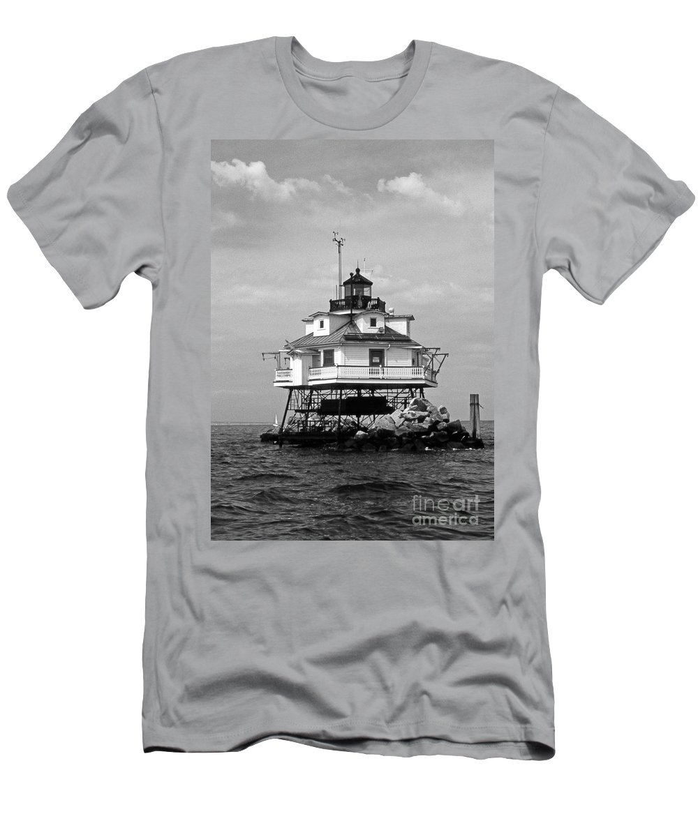 Lighthouses Men's T-Shirt (Athletic Fit) featuring the photograph Thomas Point Shoal Lighthouse 4 by Skip Willits