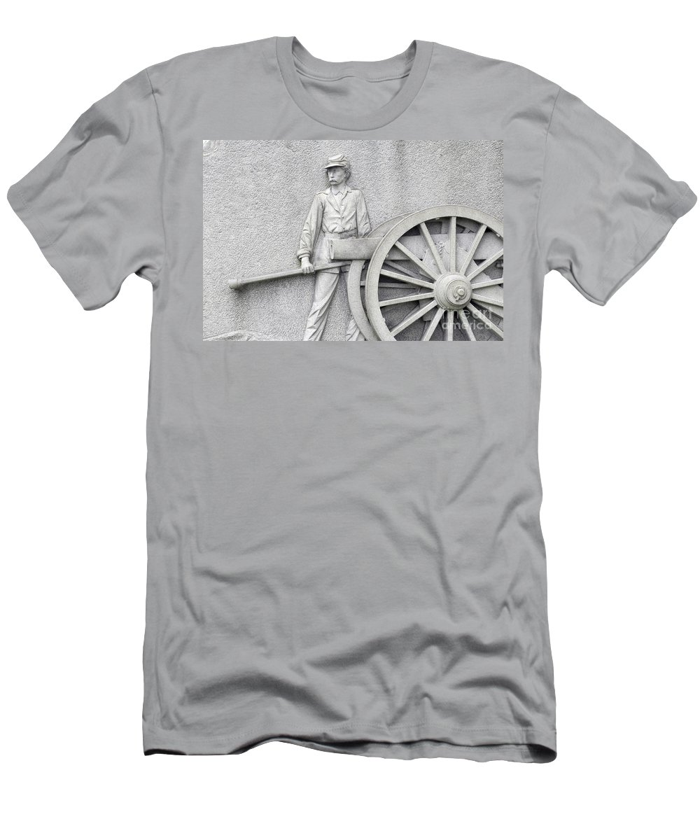 Gettysburg Men's T-Shirt (Athletic Fit) featuring the photograph Artillery Detail On Monument by Paul W Faust - Impressions of Light
