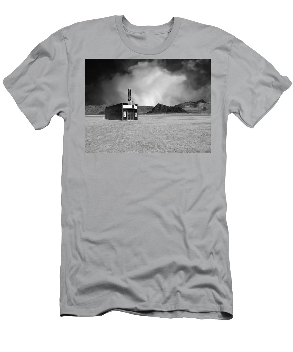 Bijou Men's T-Shirt (Athletic Fit) featuring the photograph Bijou Dream by Dominic Piperata