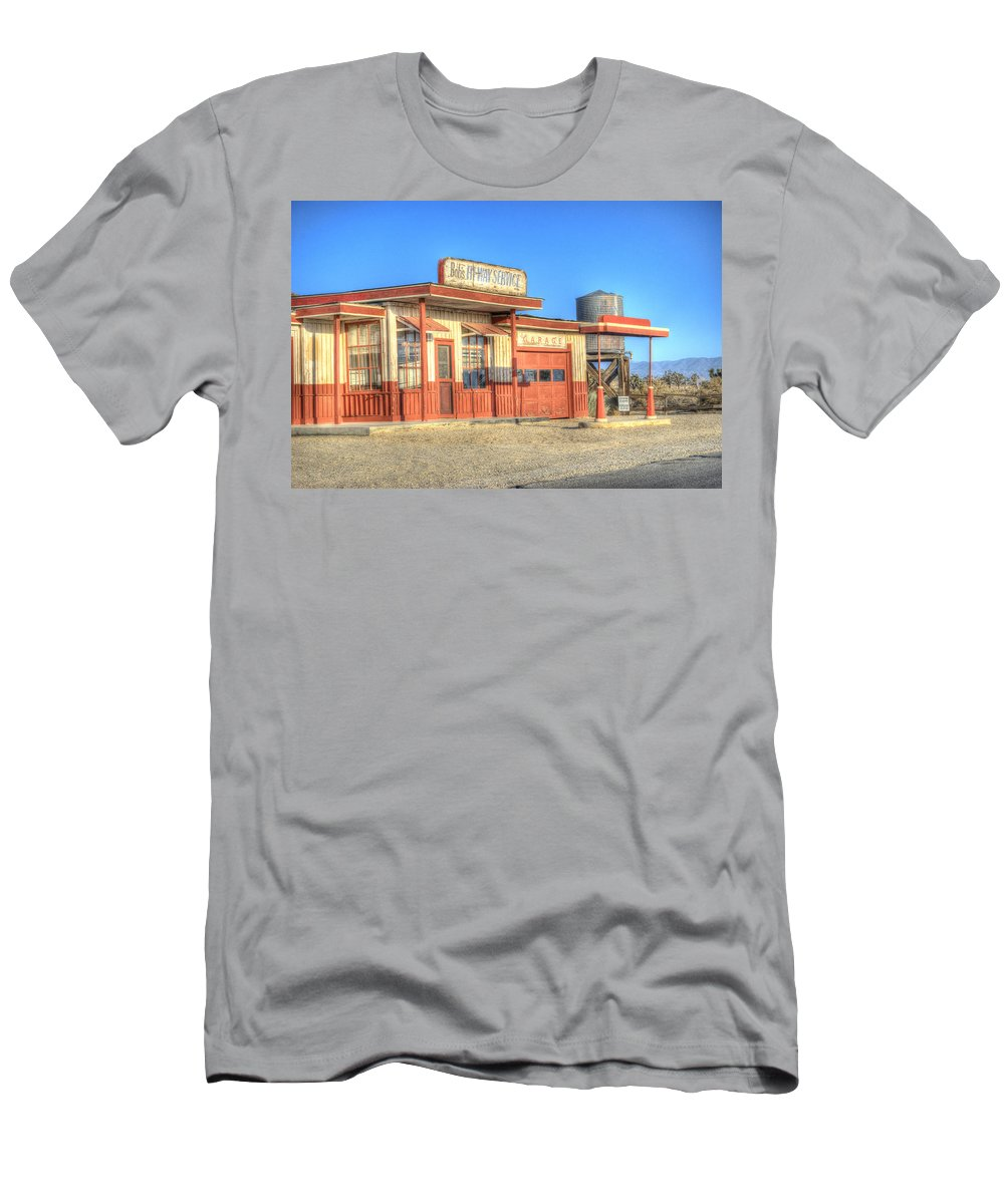 Antelope Valley Men's T-Shirt (Athletic Fit) featuring the photograph Bob's Service Garage by Juli Scalzi