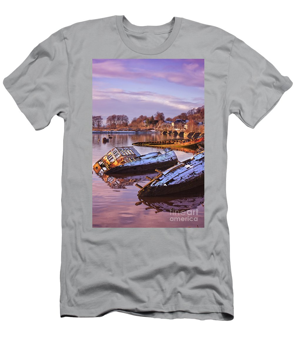 Bowling Men's T-Shirt (Athletic Fit) featuring the photograph Bowling Harbour 03 by Antony McAulay
