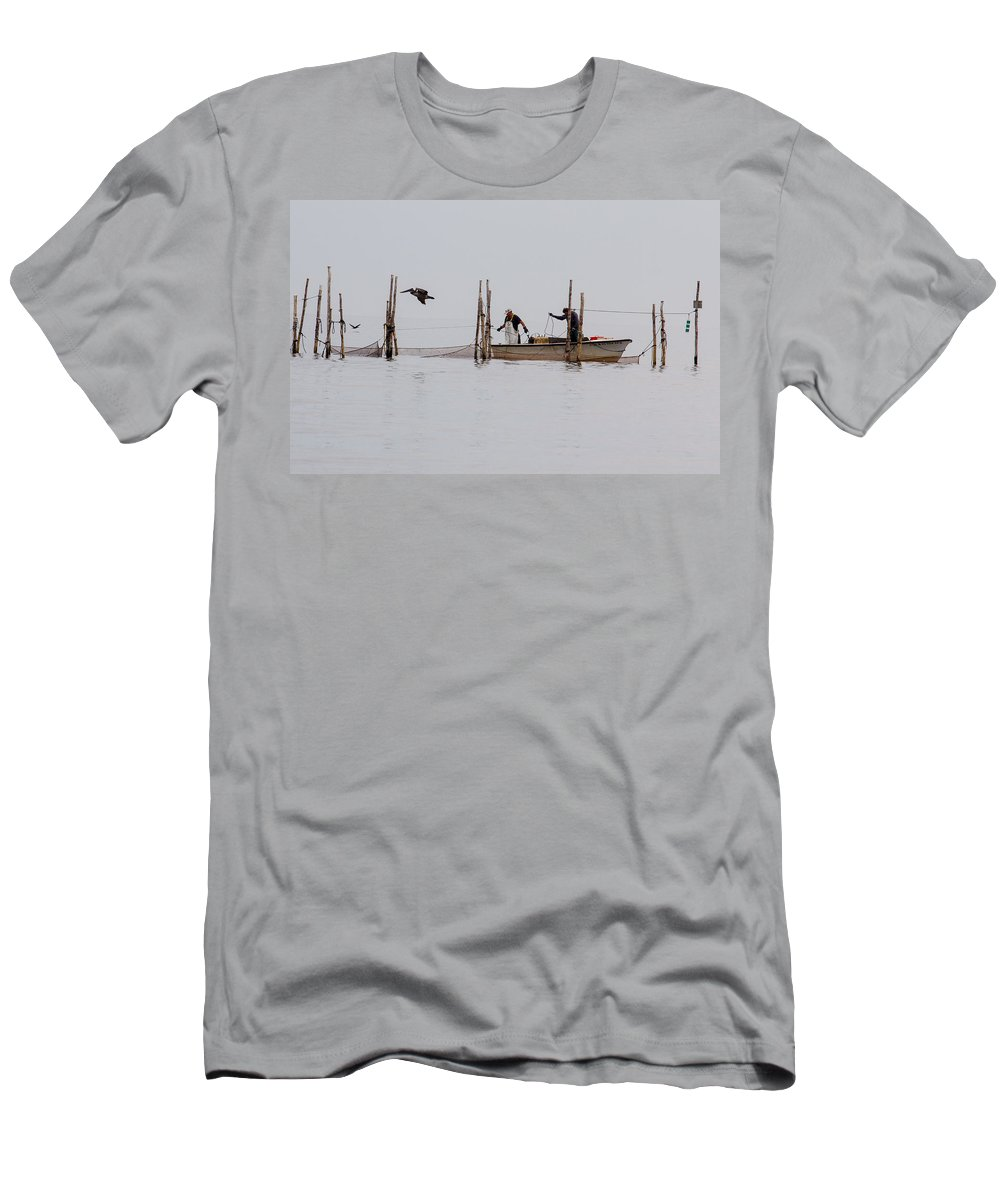 Bay Men's T-Shirt (Athletic Fit) featuring the photograph Bringing In The Catch 2 by Leah Palmer