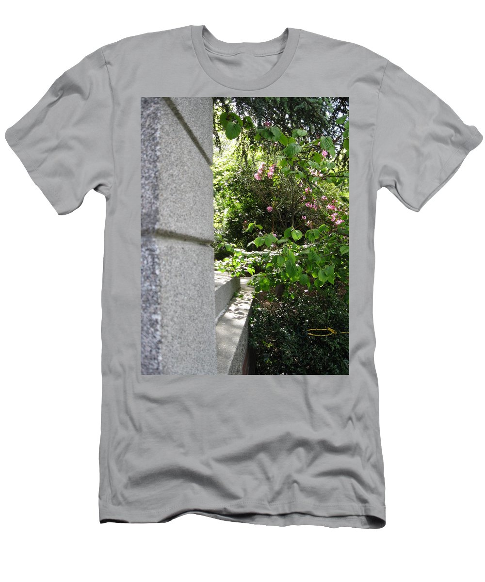 Seattle Men's T-Shirt (Athletic Fit) featuring the photograph Corner Garden by David Trotter