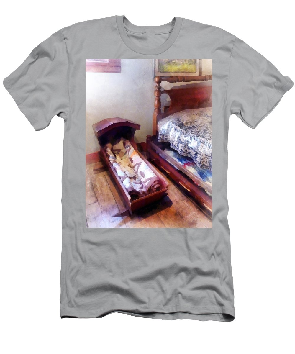 Cradle Men's T-Shirt (Athletic Fit) featuring the photograph Cradle With Quilt by Susan Savad