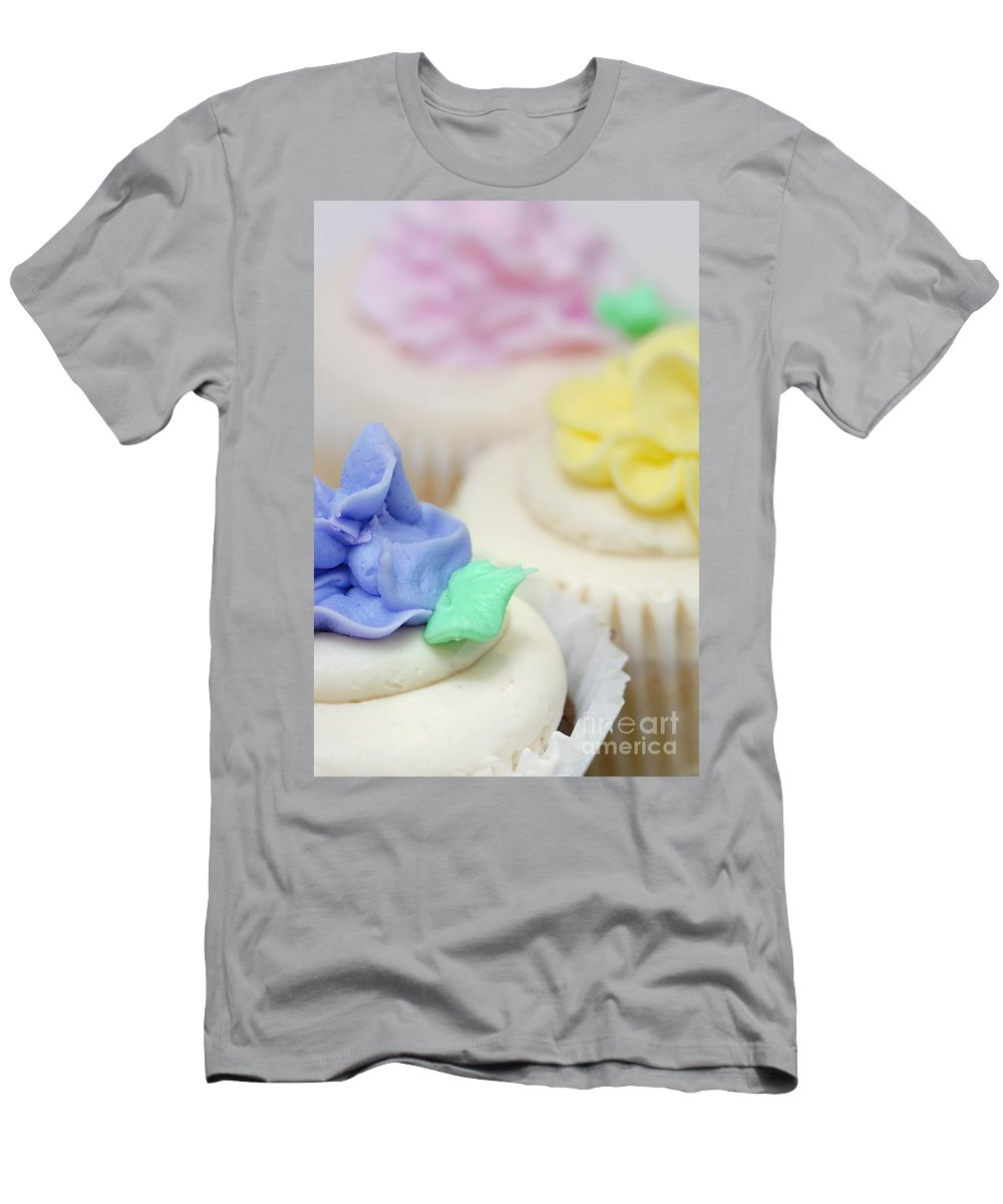Baked Goods Men's T-Shirt (Athletic Fit) featuring the photograph Cupcakes Shallow Depth Of Field by Amy Cicconi