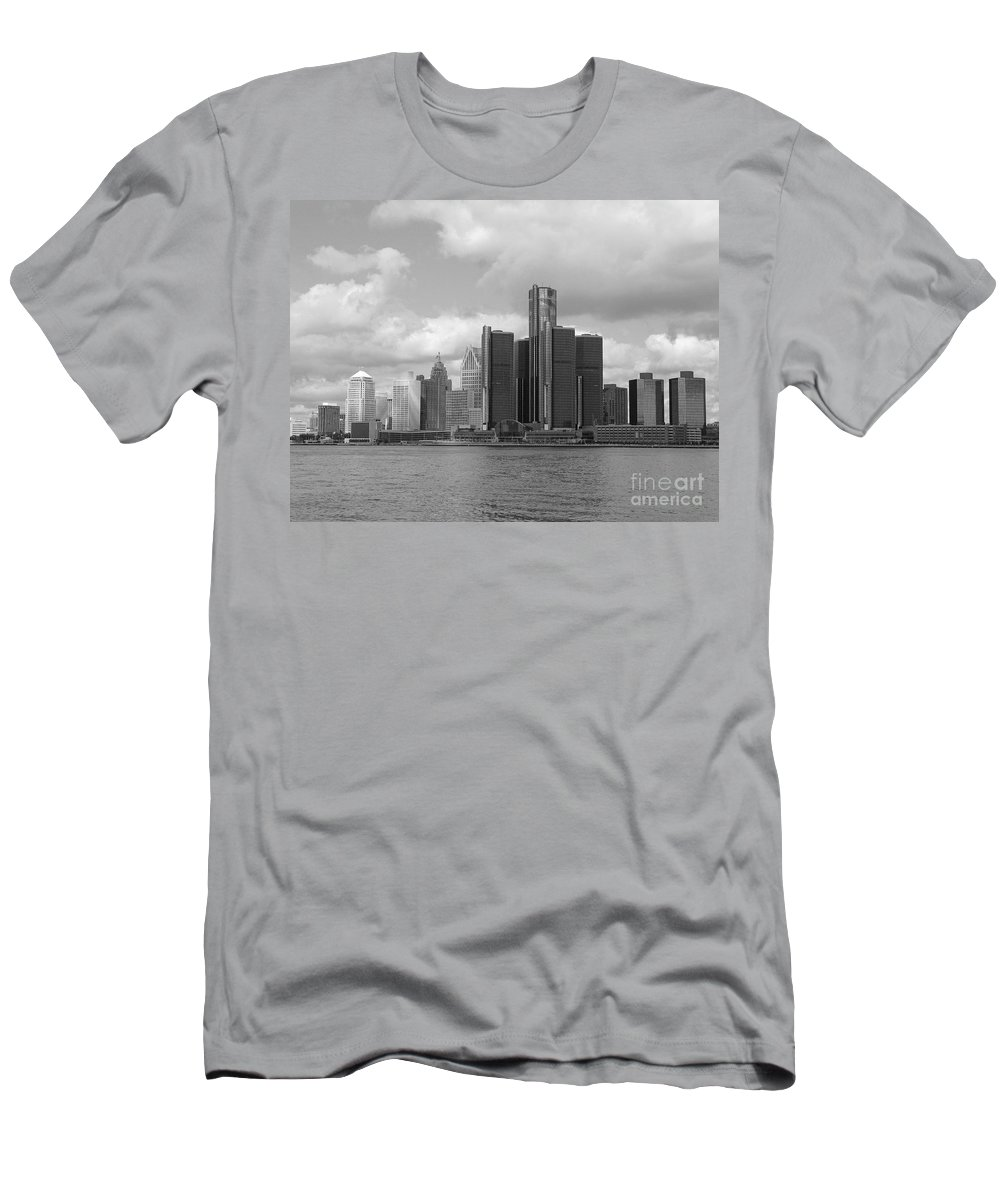 Detroit Men's T-Shirt (Athletic Fit) featuring the photograph Detroit Skyscape by Ann Horn