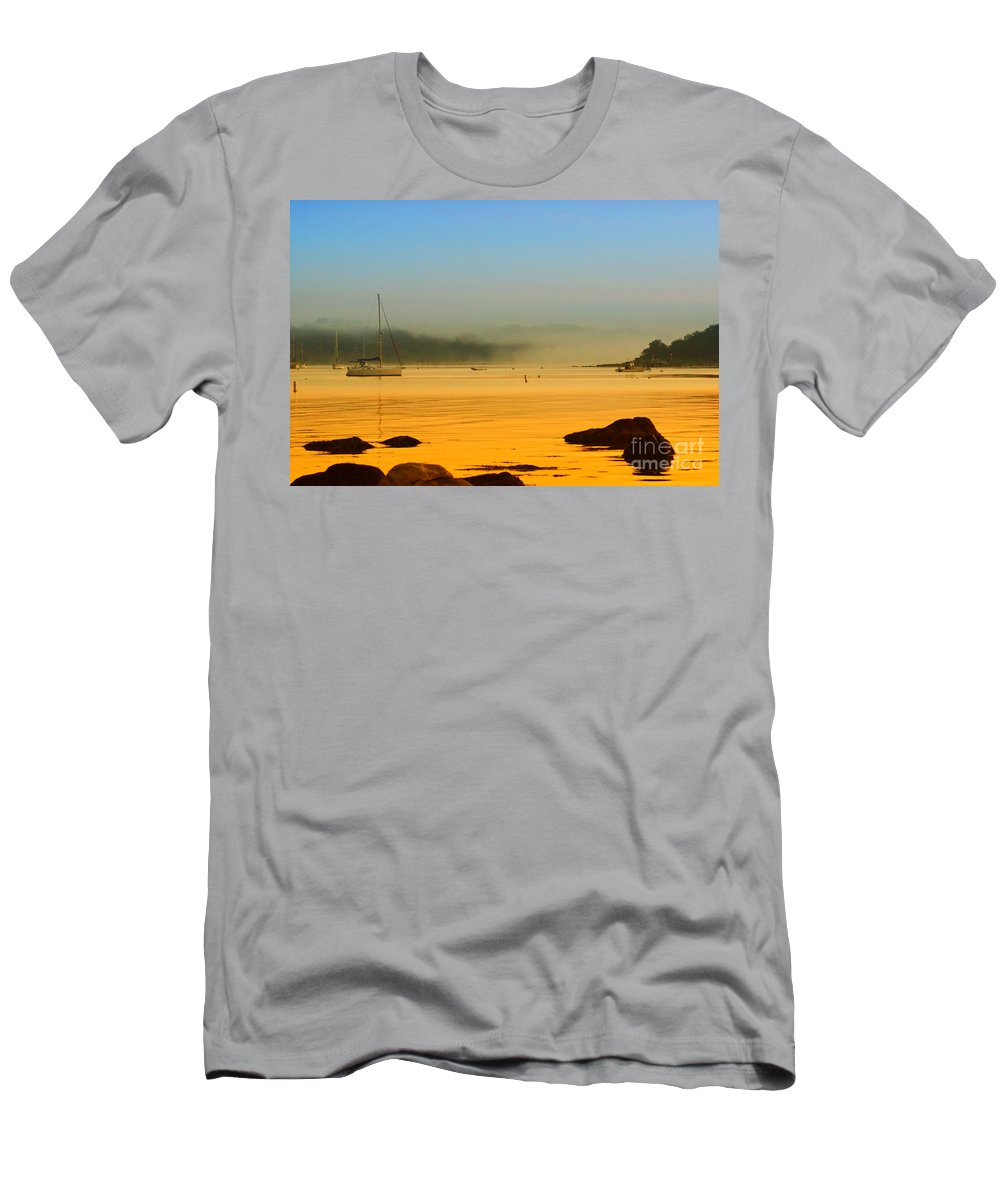 Landscape Men's T-Shirt (Athletic Fit) featuring the photograph Early View by Joe Geraci