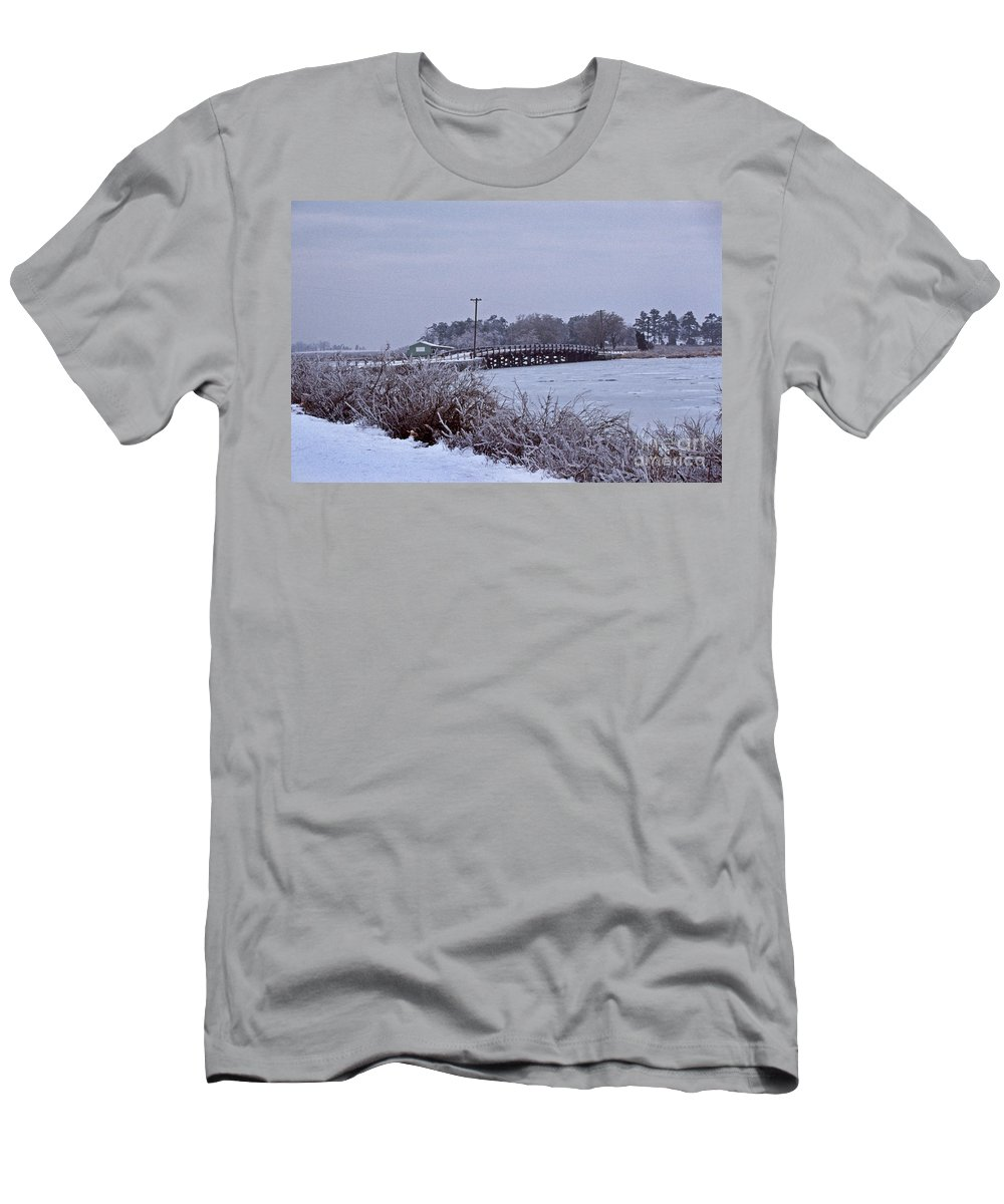 Maritime Men's T-Shirt (Athletic Fit) featuring the photograph Eastern Neck Island by Skip Willits