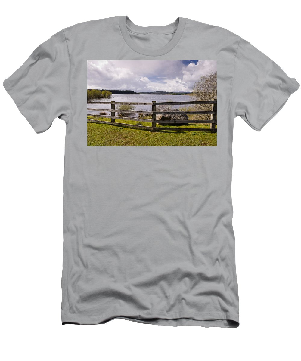 Northumberland Men's T-Shirt (Athletic Fit) featuring the photograph Fence At Kielder Water by David Head
