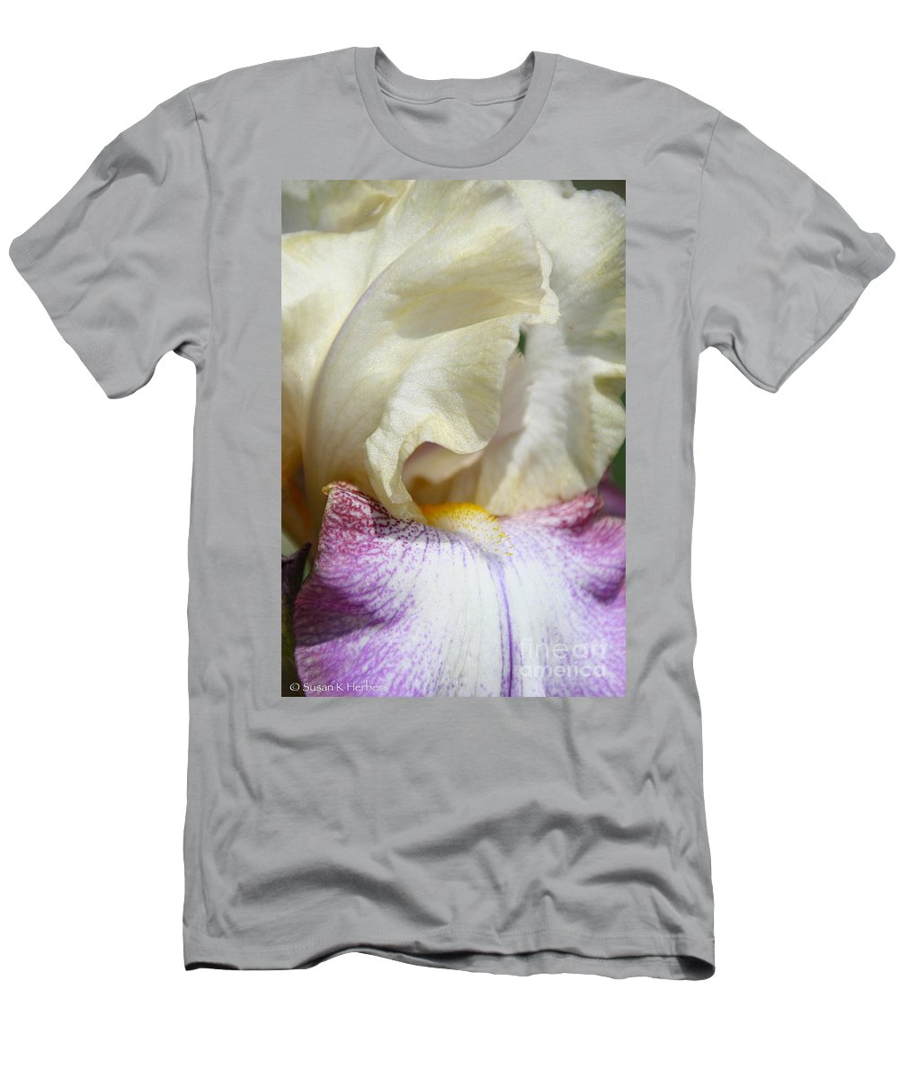 Flower Men's T-Shirt (Athletic Fit) featuring the photograph Finest China Floral by Susan Herber