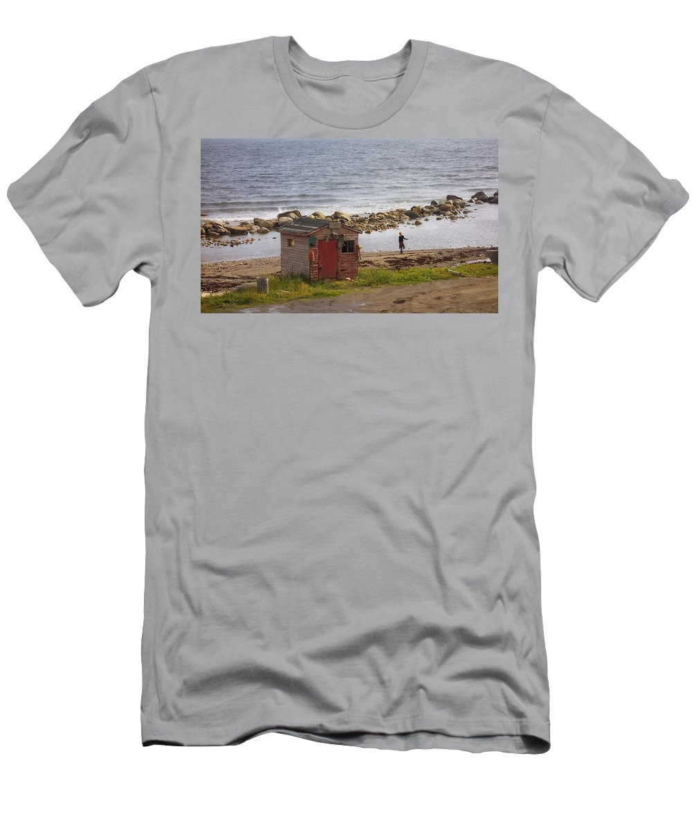 Newfoundland Men's T-Shirt (Athletic Fit) featuring the photograph Green's Point Dancer by David Stone