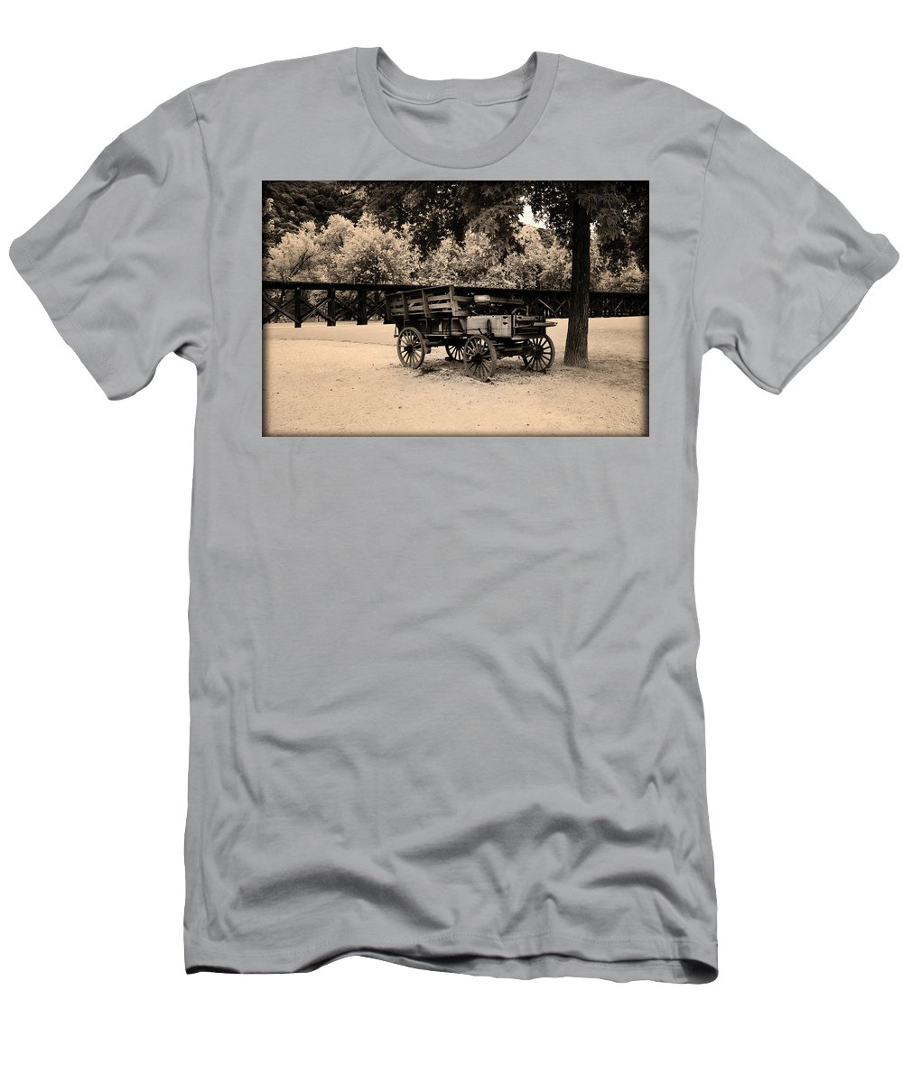 Harpers Men's T-Shirt (Athletic Fit) featuring the photograph Harpers Ferry Wagon by Bill Cannon