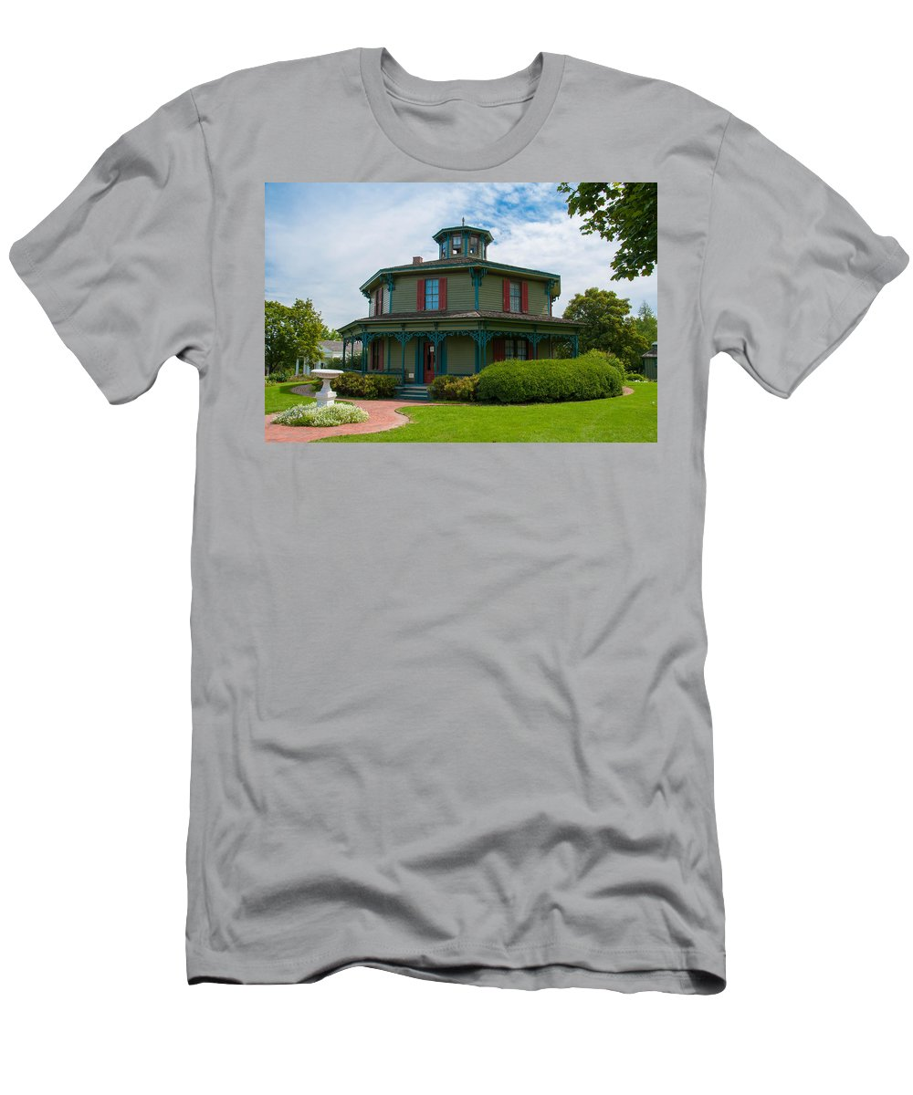 Guy Whiteley Photography Men's T-Shirt (Athletic Fit) featuring the photograph Hyde - Octagon - House 17739c by Guy Whiteley
