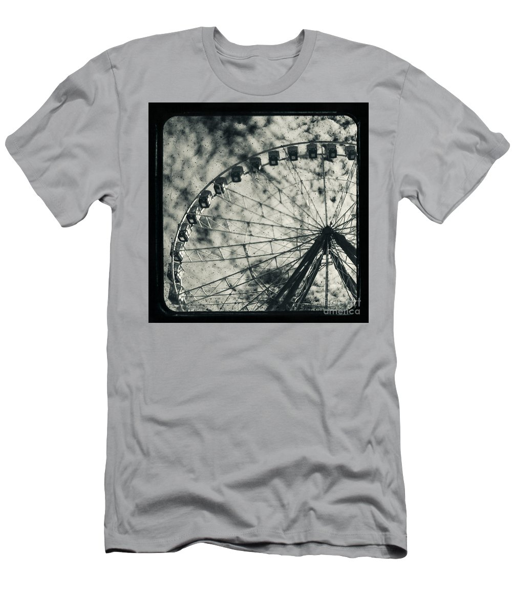 Ferris Wheel Men's T-Shirt (Athletic Fit) featuring the photograph Intrinsical by Andrew Paranavitana