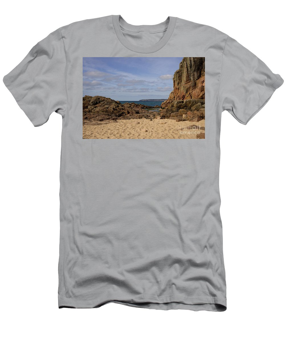 Jersey Men's T-Shirt (Athletic Fit) featuring the photograph Jersey Beach by Rob Hawkins