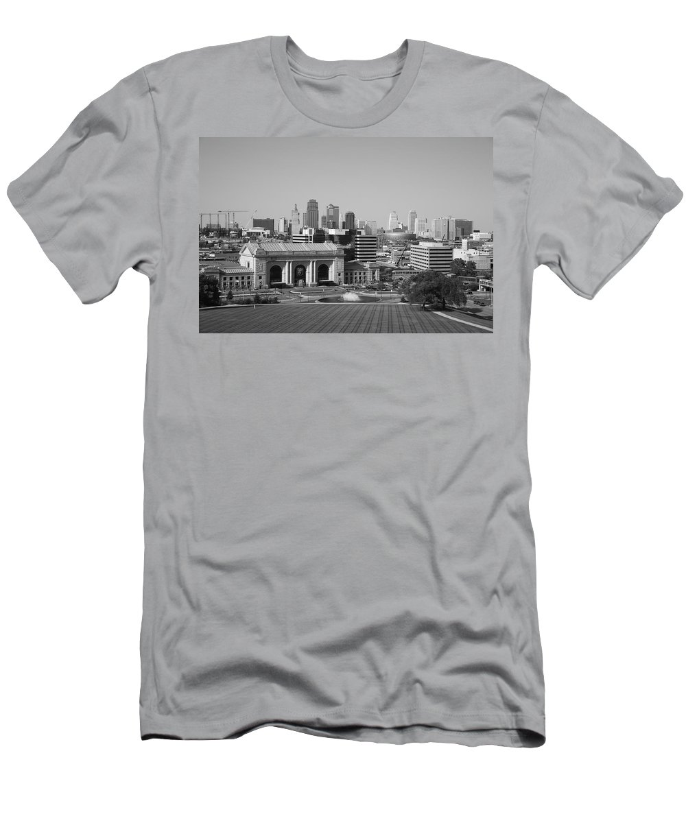 America Men's T-Shirt (Athletic Fit) featuring the photograph Kansas City by Frank Romeo
