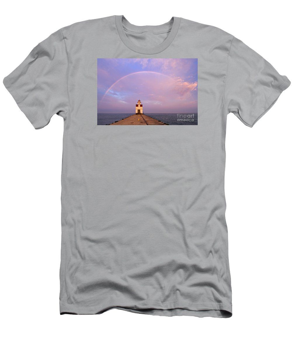 Rainbow Men's T-Shirt (Athletic Fit) featuring the photograph Kewaunee Pierhead Lighthouse And Rainbow - D002811 by Daniel Dempster