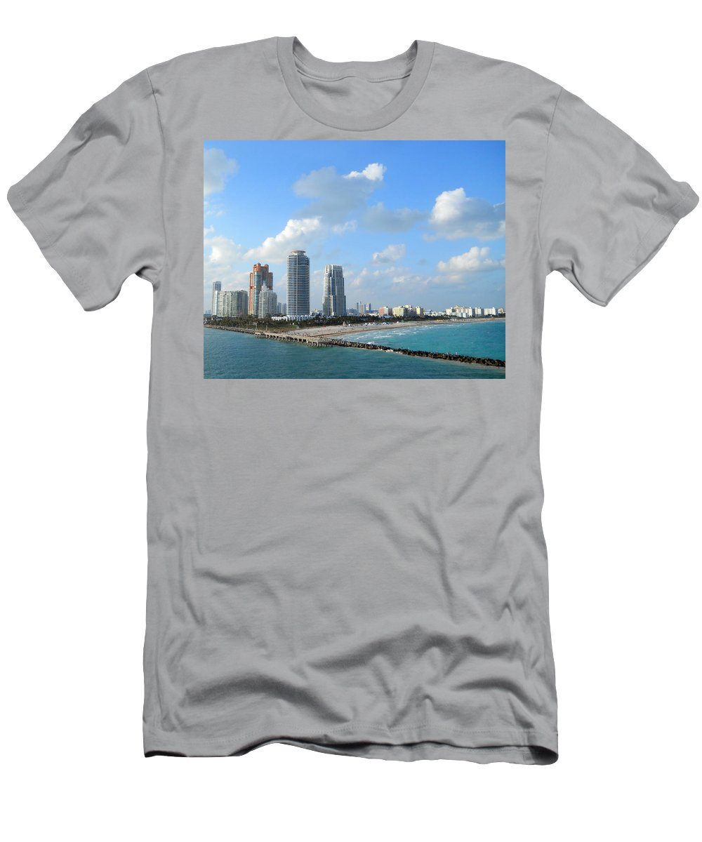 Miami Men's T-Shirt (Athletic Fit) featuring the photograph Leaving It Behind by Judy Hall-Folde