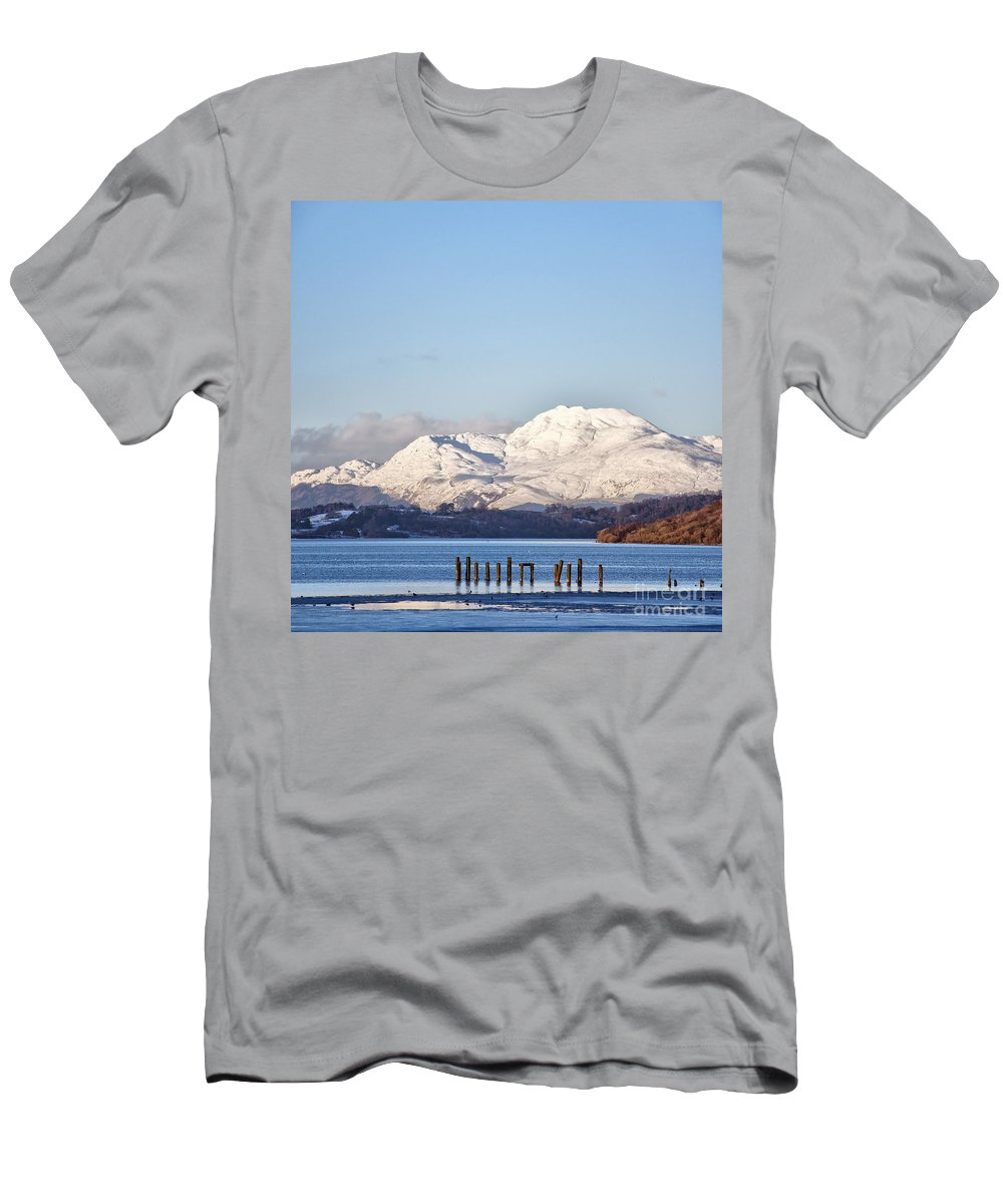 Balloch Men's T-Shirt (Athletic Fit) featuring the photograph Loch Lomond 01 by Antony McAulay