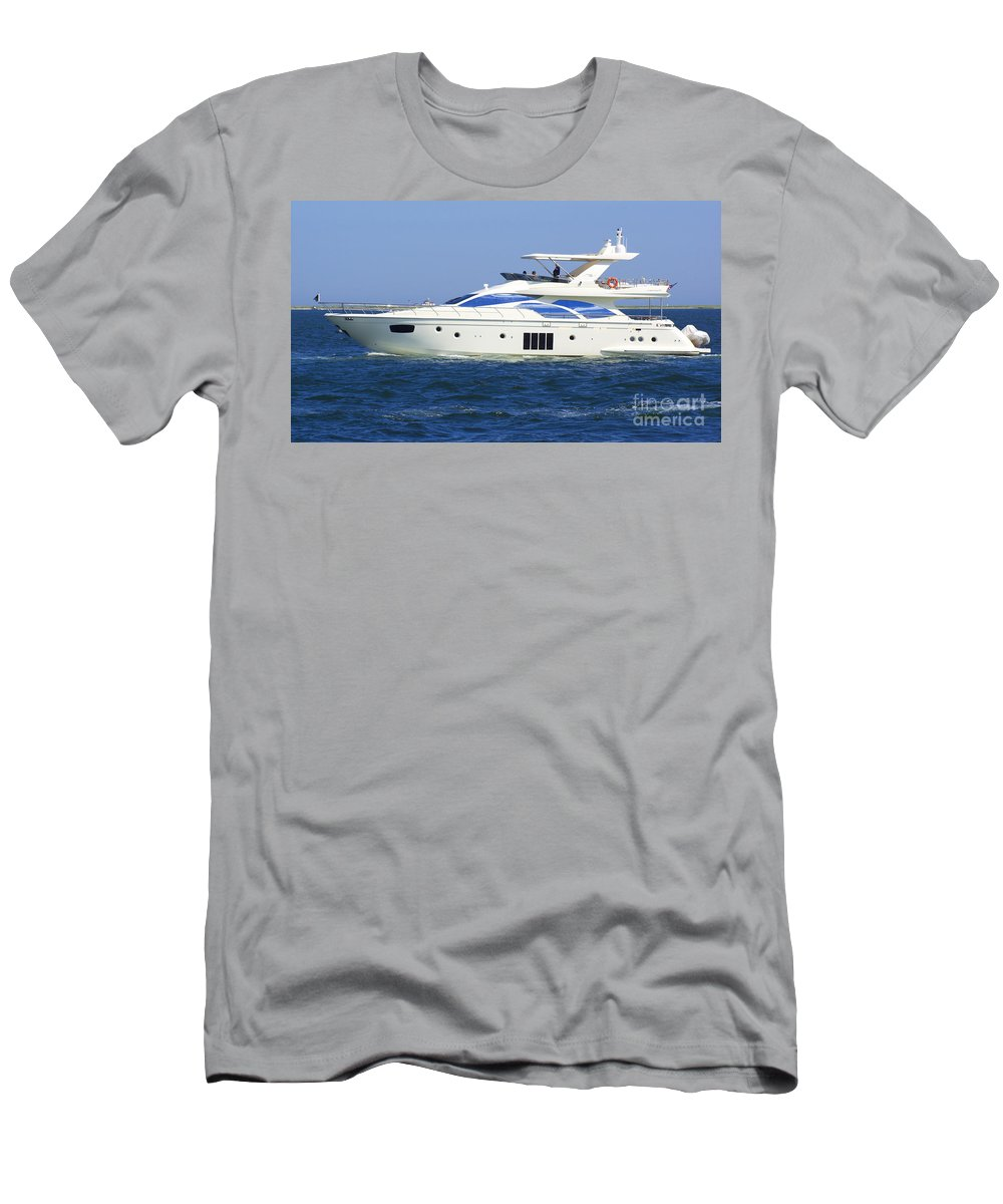 Boat Men's T-Shirt (Athletic Fit) featuring the photograph Made It by Joe Geraci