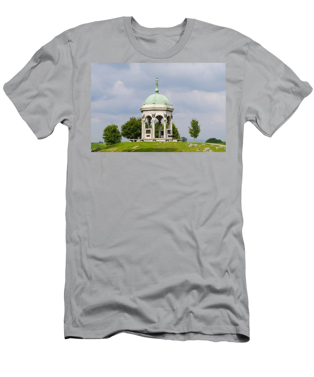 Maryland Men's T-Shirt (Athletic Fit) featuring the photograph Maryland Monument - Antietam National Battlefield by Bill Cannon