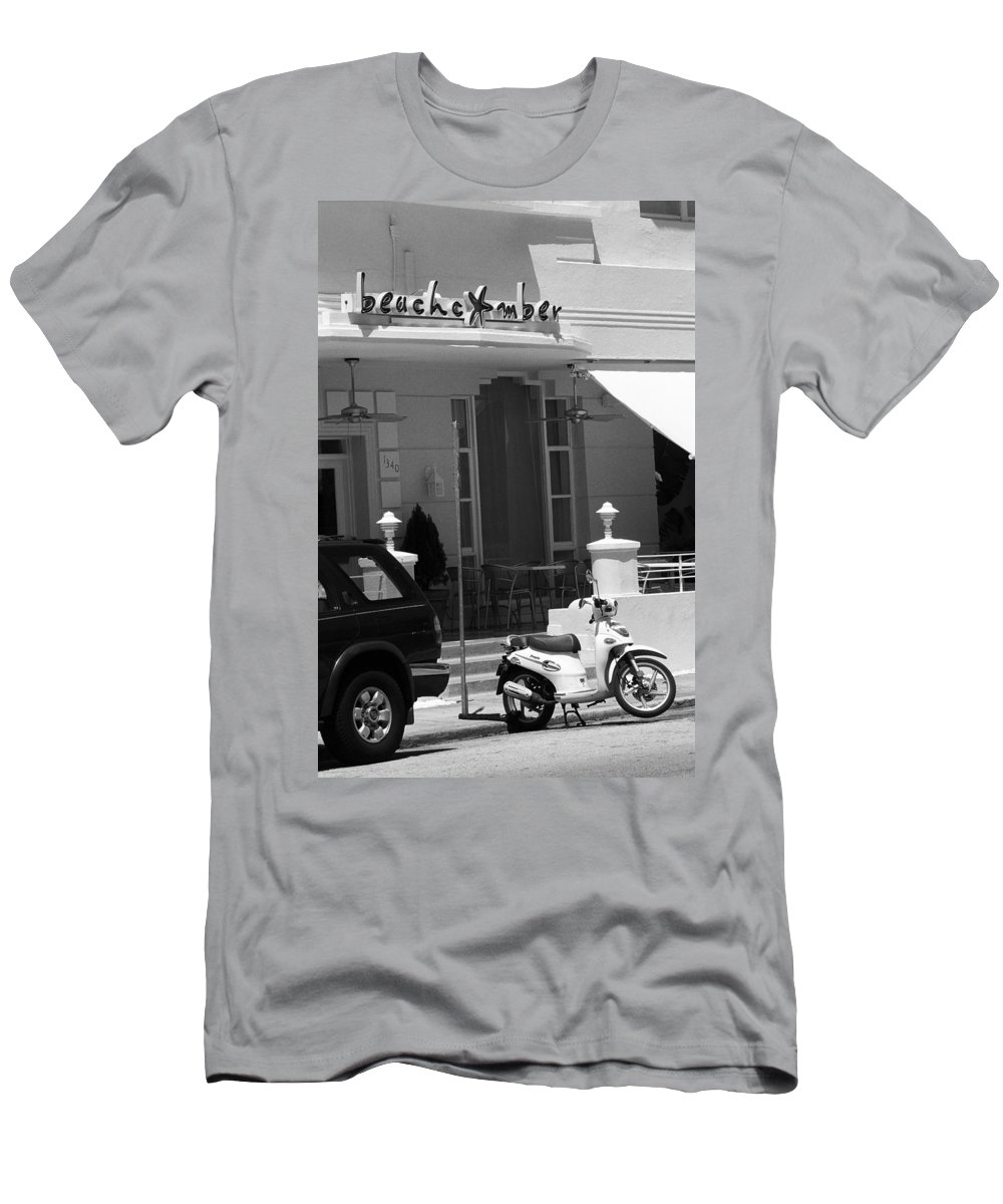 America Men's T-Shirt (Athletic Fit) featuring the photograph Miami Beach - Art Deco 20 by Frank Romeo