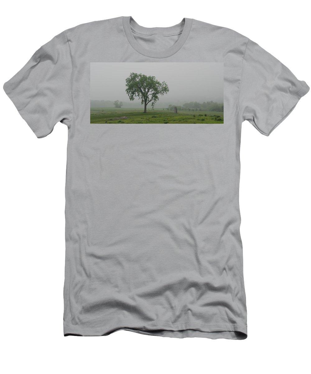 American Civil War Men's T-Shirt (Athletic Fit) featuring the photograph Oak Ridge 2702 by Guy Whiteley
